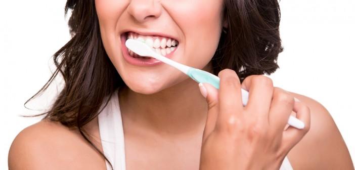 Schlechte Mundhygiene kann eine Zahnimplantation beeinflussen