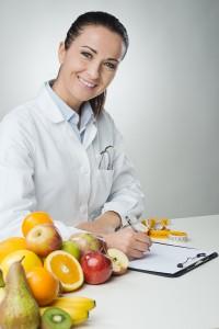 Arzt stellt Diätplan zusammen