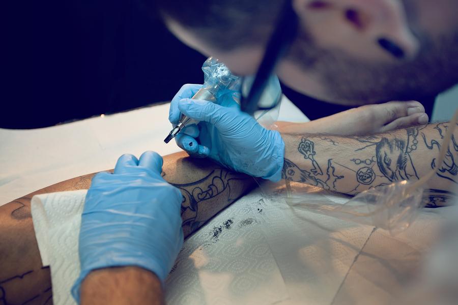 Tattoentfernungsmethode erneute Tätowierung