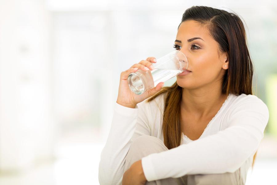 mindestens 1,5 Liter Wasser am Tag