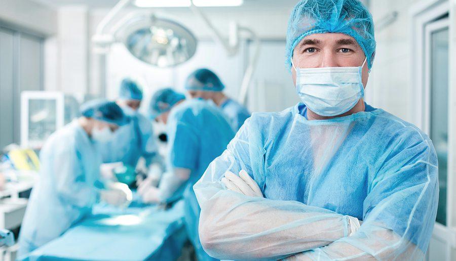 Mit einer Operation ist eine Brustverkleinerung möglich (c)Bigstockphoto.com/122358020/YakobchukOlena