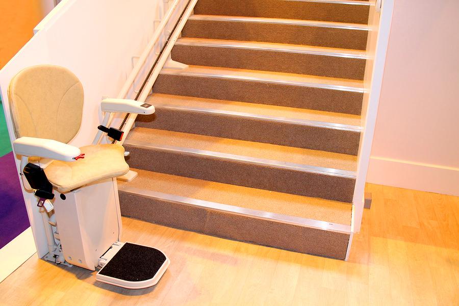 Treppenlifte gibt es in unterschiedlichen Variationen und Formen (c)Bigstockphoto.com/92008733/daseaford