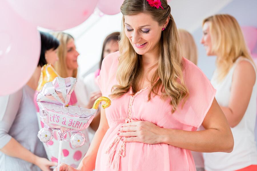 Frauen bei einer Babyparty