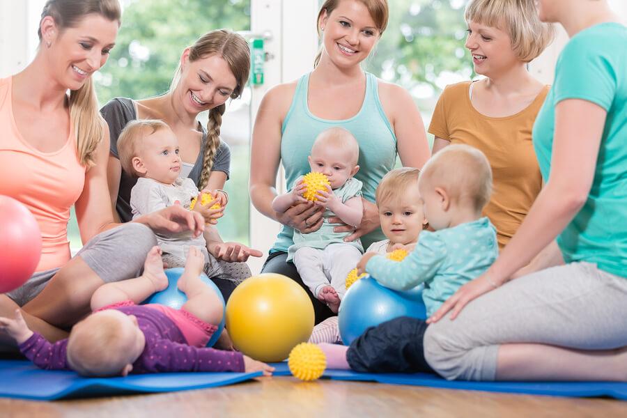 Rückbildungskurs: Frauen mit deren Babys